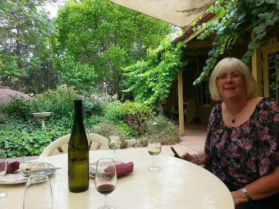 Taminick, Australia: An enjoyable summer afternoon at Auldstone Cellars