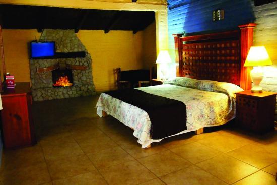 Hotel Hacienda Coyotes: Interior de la cabaña del lago