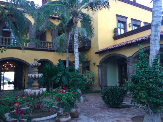 Todos Santos, Mexico: The courtyard