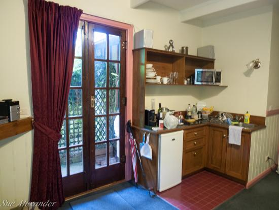 Secrets Hideaway: kitchenette in Maid's cottage