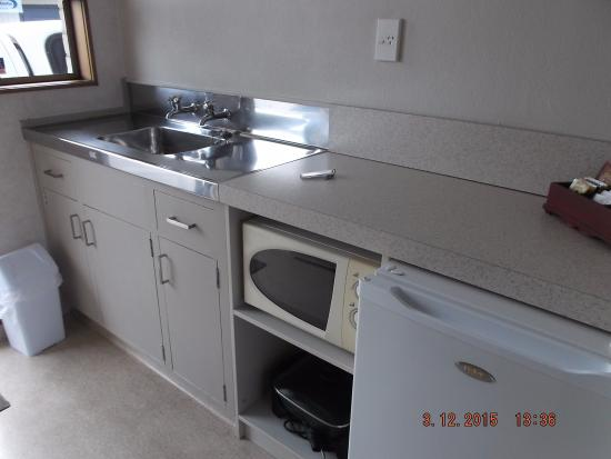 Cherry Grove Motel: Kitchen area