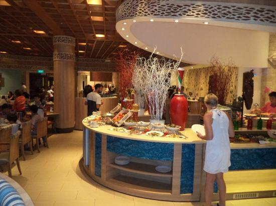 Shangri-la's Rasa Sentosa Resort Restaurants: Buffet style at the restaurant, many of them