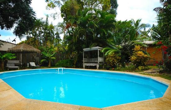 LES CASES DE PLUM : piscine