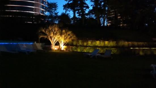 Sisai Hotel Boutique: Vista da piscina com borda infinita