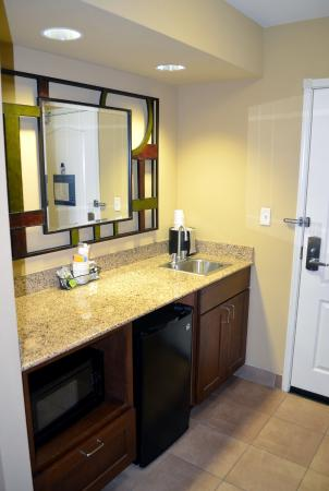 Hampton Inn & Suites Pueblo/North : Kitchen