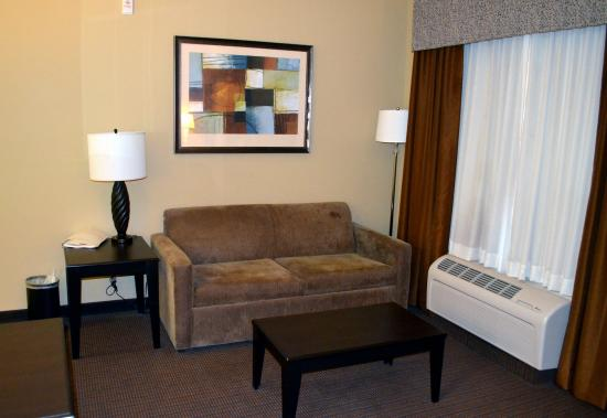 Hampton Inn & Suites Pueblo/North : Couch