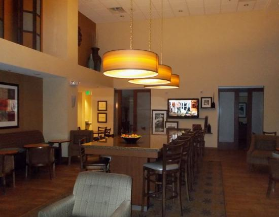 Hampton Inn & Suites Pueblo/North : Dinning