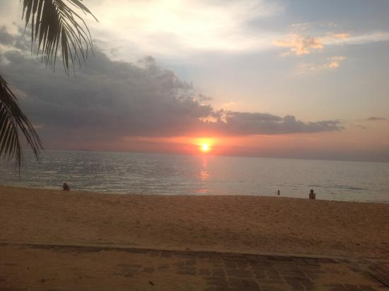 Lanta Il Mare Beach Resort: Sunset from balcony