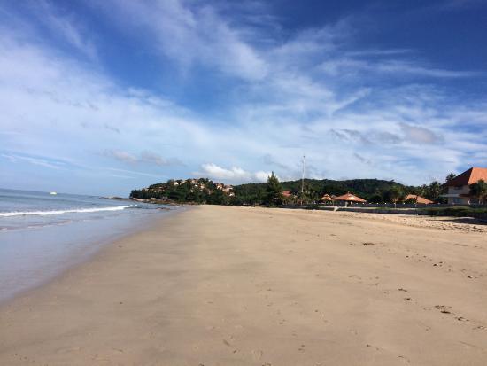 Lanta Il Mare Beach Resort: Deserted beach in front of villa