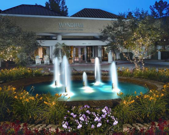 Peachtree City Hotel And Conference Center Entrance Fountains