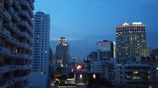 Sukhumvit 12 Bangkok Hotel & Suites : view from room
