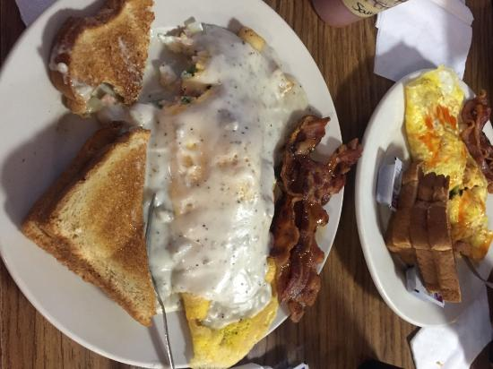 Cabins, WV: Mallow's Omlette covered in Sausage Gravy!