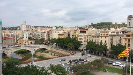 Equity Point Girona Hostel: вид с крыши отеля - 4й этаж.