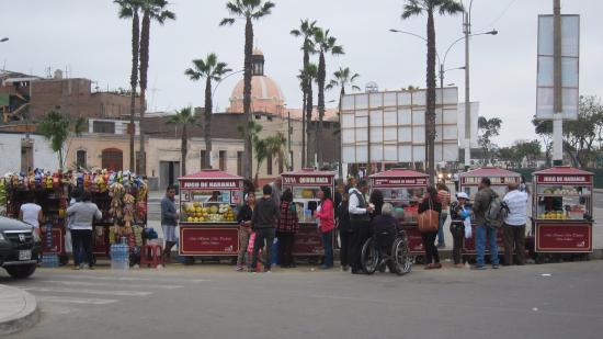 Museo de los Descalzos: Vendors outside
