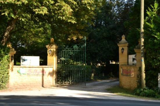 Lalinde, Γαλλία: Entrance Les Magnolias