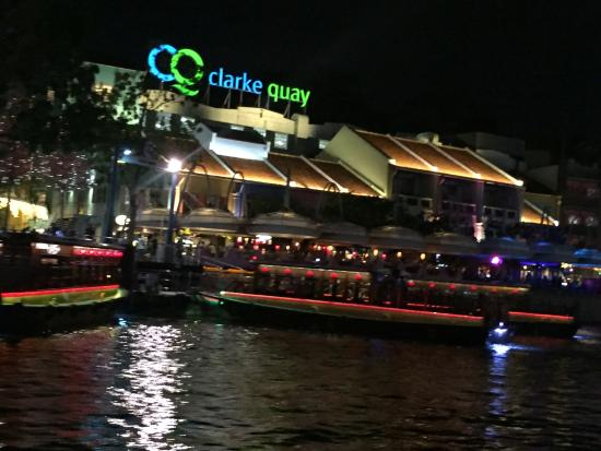 The lion at night - Picture of Singapore River Cruise