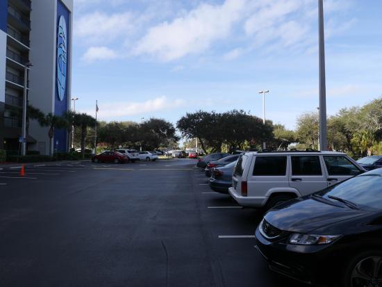 Hampton Inn Cocoa Beach/Cape Canaveral: 駐車場