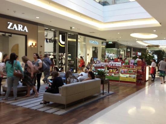 7c58aa326d0 fechado no feriado... hshshs - Foto de Barra Shopping Sul