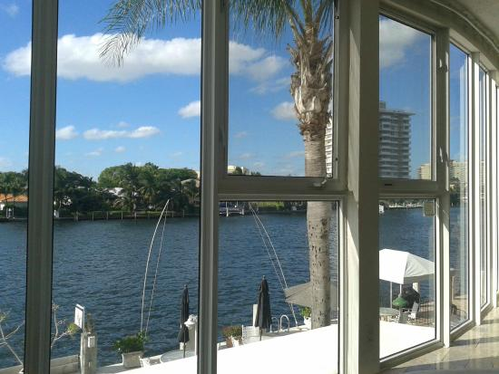 Manhattan Tower Apartment Hotel : View from apartment 207 overlooking the Intracoastal Waterway