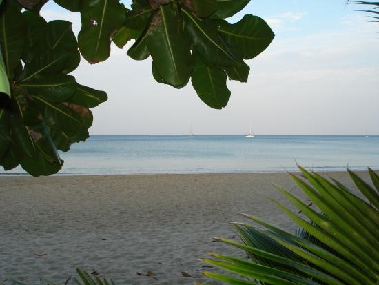 Lanta Island Resort: Пляж отеля