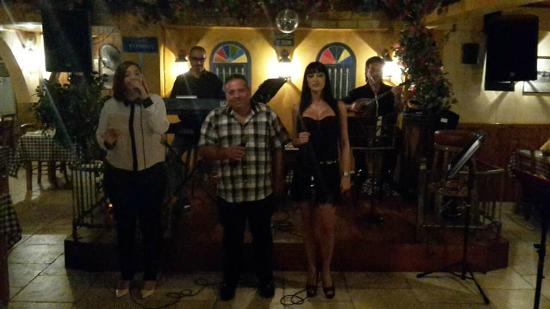 Alethriko, Chipre: Live Music every Friday and Saturday!