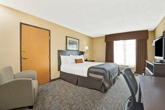 Wingate by Wyndham Cincinnati/Blue Ash: Physically Challenged King Bedded Room