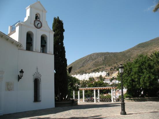 Santa Domingo Church (Iglesia de Santa Domingo): Церковь и горы