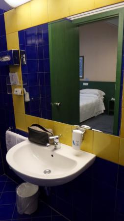 BEST WESTERN Hotel Mediterraneo: Bathroom