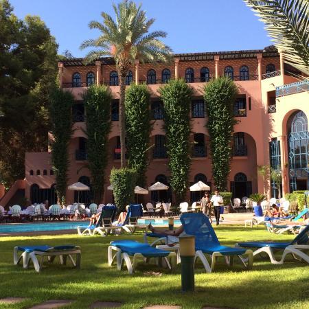 Espace piscine picture of hotel marrakech le tichka for Bab hotel marrakech piscine