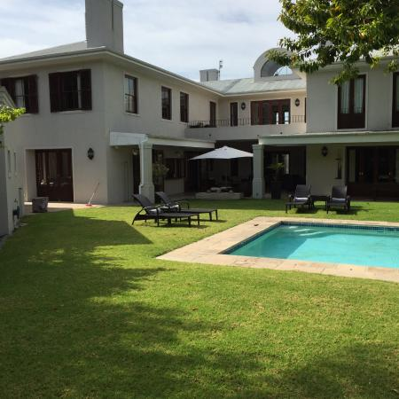 Nova Constantia Boutique Residence: Stunning outside areas!
