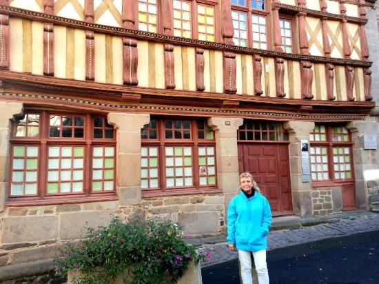 Devant la maison d'Ernest Renan à Tréguier (nov 2015)