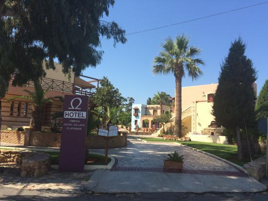 Omega Platanias Hotel Village: Front of hotel