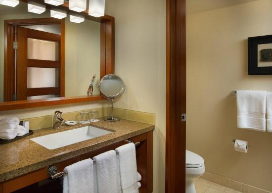 The Paramount Hotel Guest Bathroom