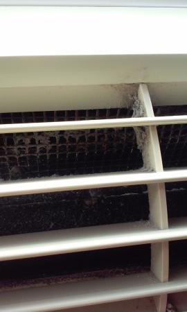 Holiday Inn Express Hotel & Suites : 2nd room ac vent
