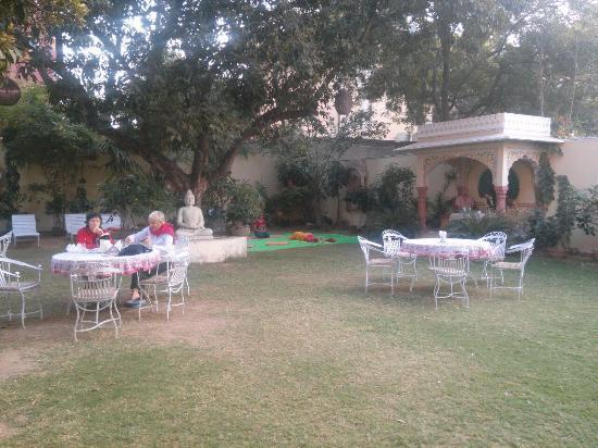Hotel Anuraag Villa: Сад