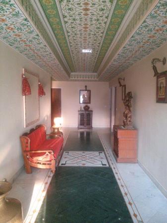 Hotel Anuraag Villa: Коридор