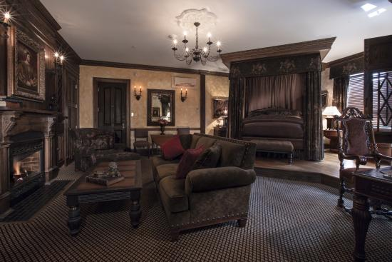 The Chanler at Cliff Walk: English Tudor Guestroom