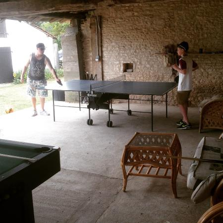 Chaunay, Francia: Table tennis