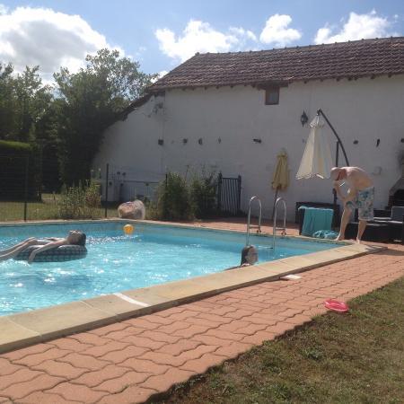 Chaunay, Frankrig: Pool