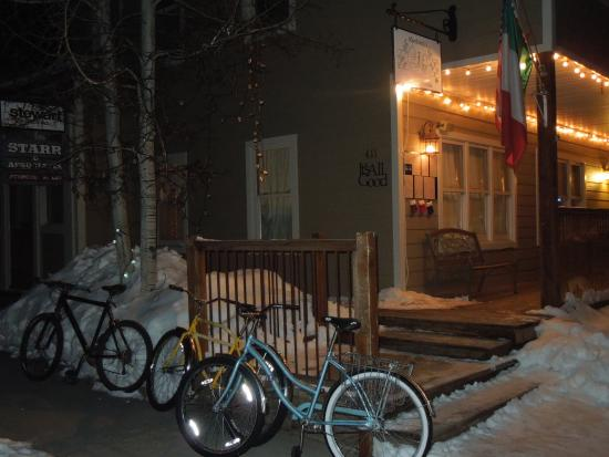 ‪‪The Ruby of Crested Butte - A Luxury B&B‬: Downtown @ night‬