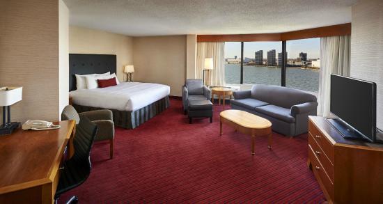 BEST WESTERN PLUS Waterfront Hotel: One King Bed Junior Suite