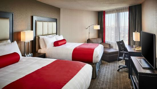 BEST WESTERN PLUS Waterfront Hotel: Two Double Beds Partial River View