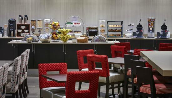 BEST WESTERN PLUS Waterfront Hotel: Breakfast Bar