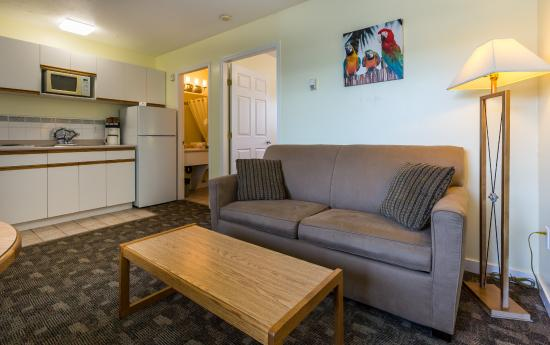 Oasis Inn: One Bedroom Suite with Kitchenette