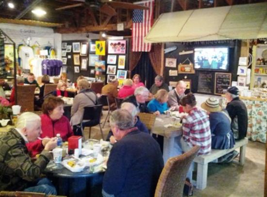 Saint Helena Island, SC: Lunch at the Lowcountry Store Blue Dog Cafe