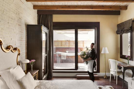 Habitación Deluxe Con Terraza Y Jacuzzi Picture Of Hotel
