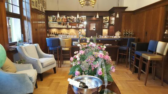 Waldhotel Forellenhof: Die wunderschöne Bar und Restaurant