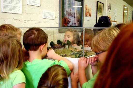 Oren Dunn City Museum: Battle of Harrisburg Diarama