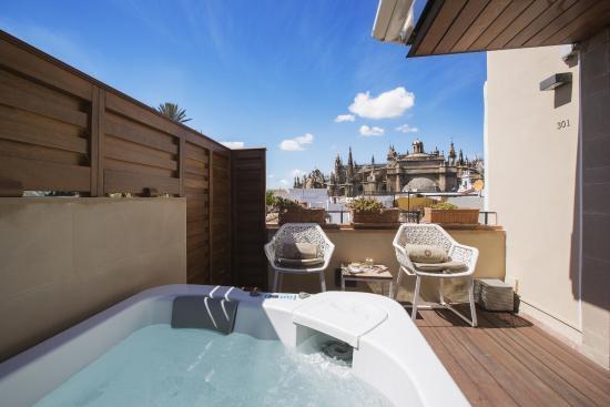 Habitación Deluxe Premium Con Terraza Y Jacuzzi Picture Of