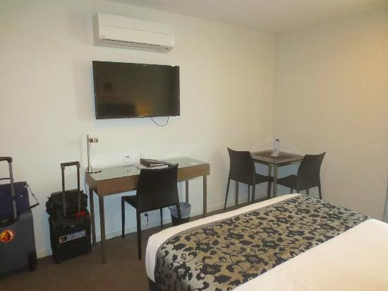 Adina Serviced Apartments Canberra Son Wall Mounted Flat Screen Tv